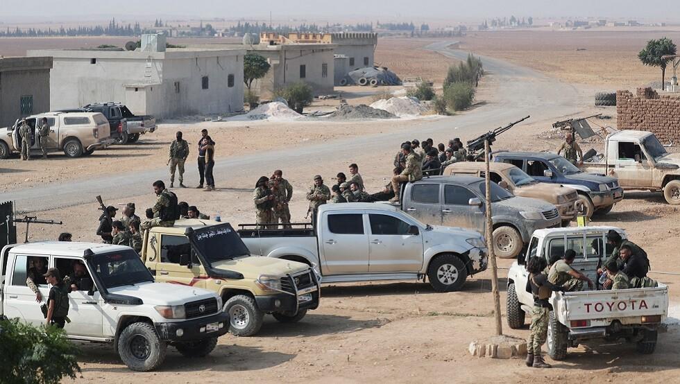 تشكيلات مسلحة موالية لتركيا قرب الحدود السورية - التركية