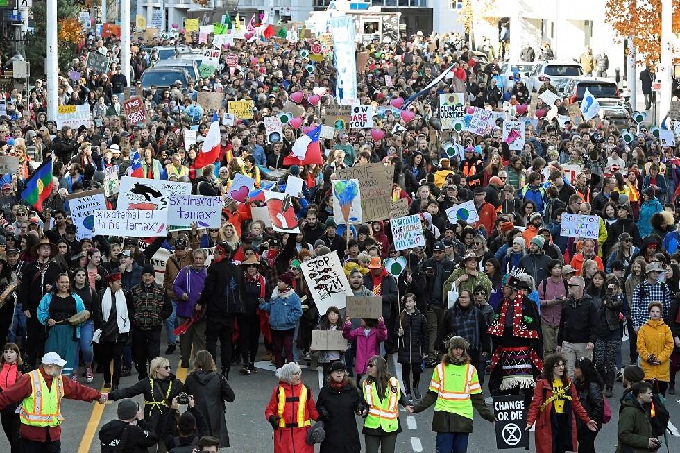 كندا.. 10 آلاف شخص يتظاهرون في فانكوفر