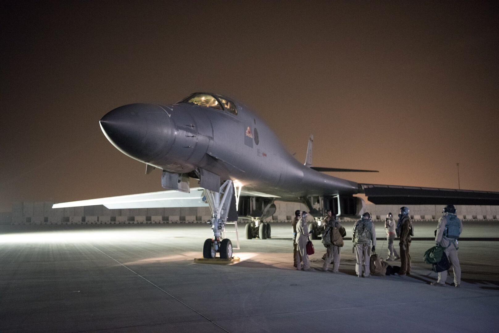 بالفيديو.. هبوط طائرات حربية أمريكية جديدة في السعودية والإمارات