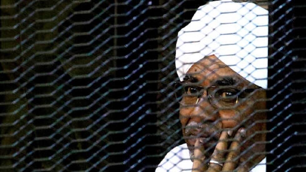 هاتف البشير في حبسه يهيّج عاصفة انتقادات في السودان