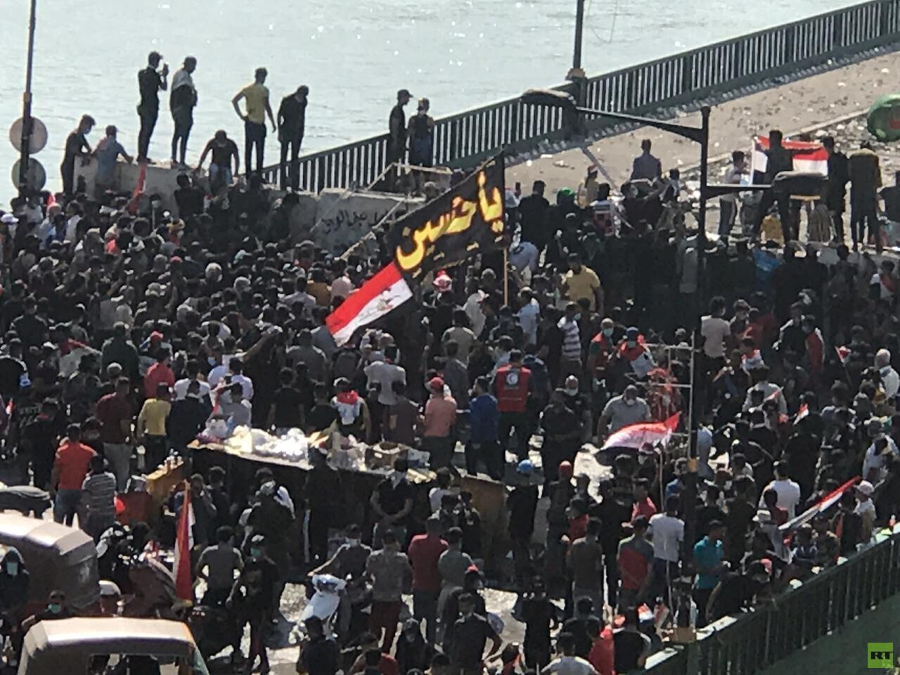 مراسلنا: متظاهرون يصلون ساحة التحرير وسط بغداد والأمن يفرقهم بالغاز المسيل للدموع