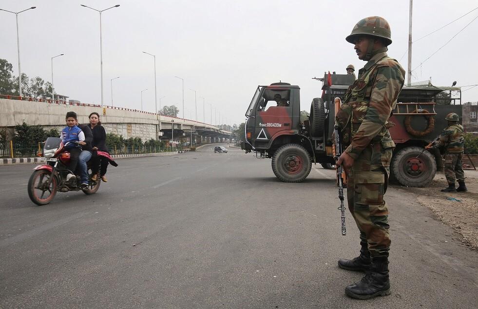 إصابة 6 أشخاص على الأقل في هجوم بقنبلة على نقطة للشرطة بالهند
