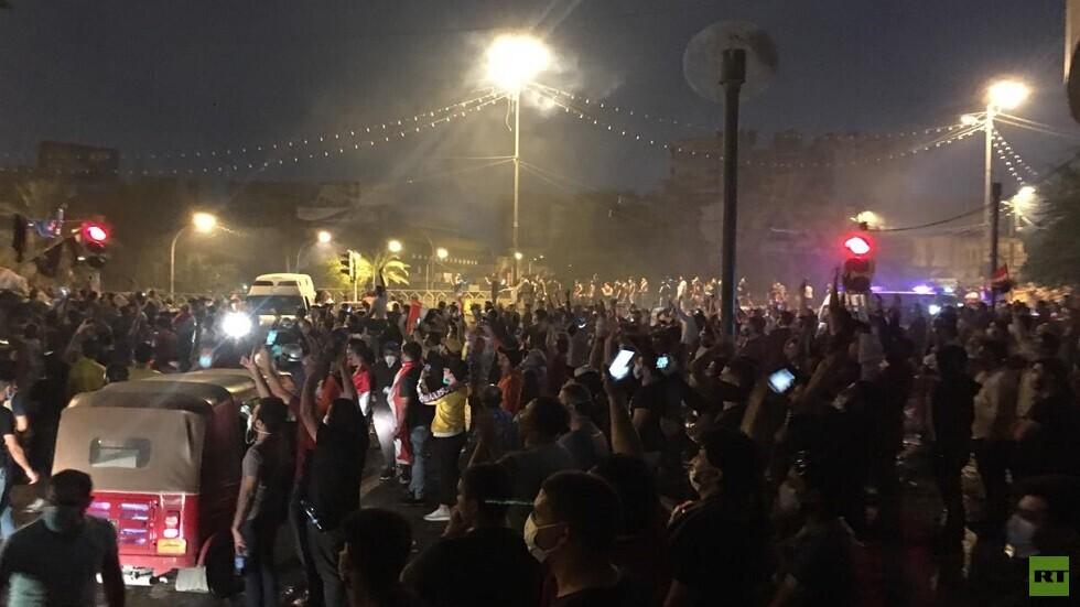 مراسلنا: إصابة عشرات المتظاهرين في بغداد بالاختناق وسط هتافات بـ