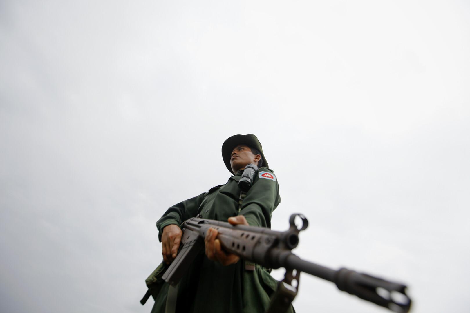 متمردو روهينغا ميانمار يعلنون مقتل عدد من الرهائن لديهم بقصف حكومي