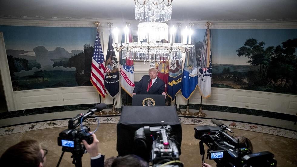 ترامب متحدثا في القاعة الدبلوماسية بالبيت الأبيض عن مقتل البغدادي