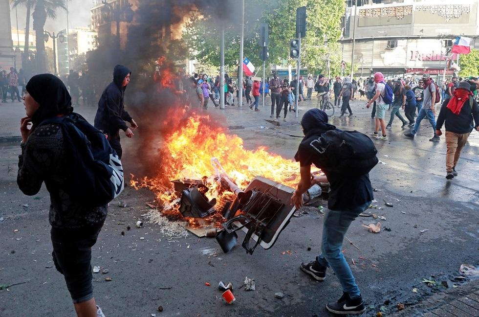 تجدد الاحتجاجات المناهضة للحكومة في سانتياغو ومدن تشيلية أخرى