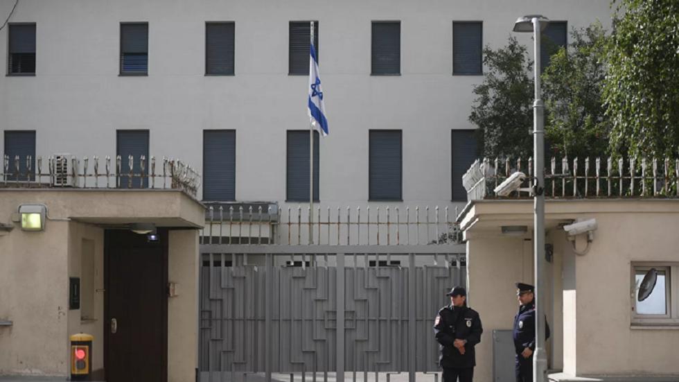 السفارة الإسرائيلية في موسكو وتبدو أبوابها مقفلة