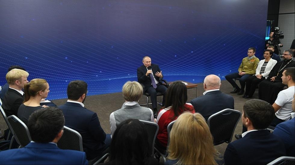 بوتين يلتقي الناشطات الاجتماعيات