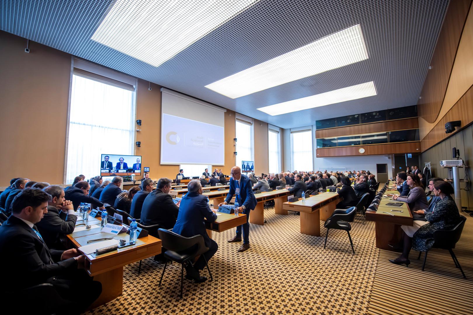 صورة من اجتماع للجنة الدستورية السورية في جنيف (31 أكتوبر)