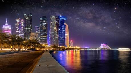 قطر تغير ألوان طرقاتها وتنشر المكيفات في الشوارع لمجابهة الحر