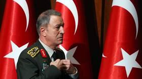 وزير الدفاع التركي يدعو لتسريع إنشاء