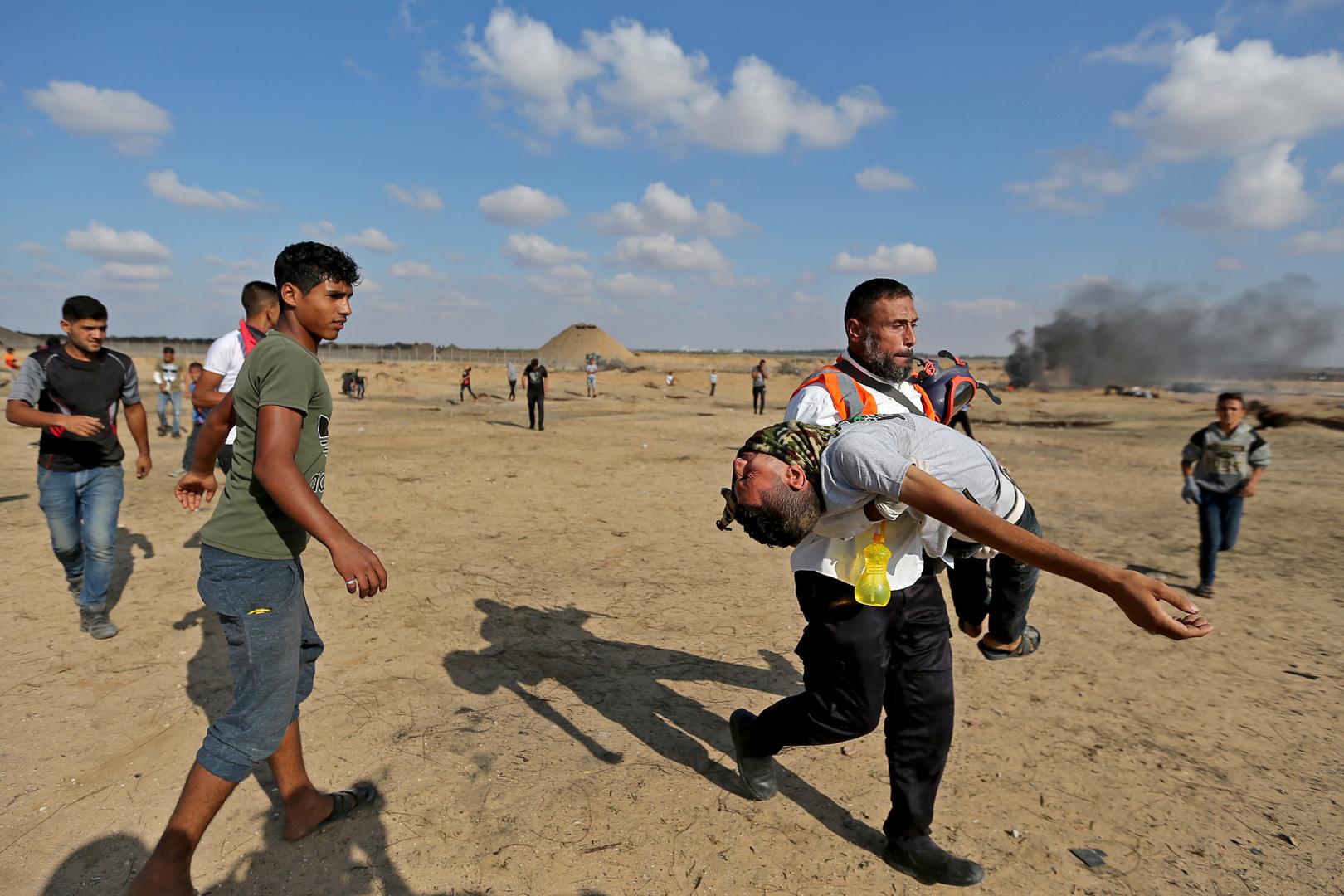 إجلاء فلسطيني مصاب أثناء مظاهرات