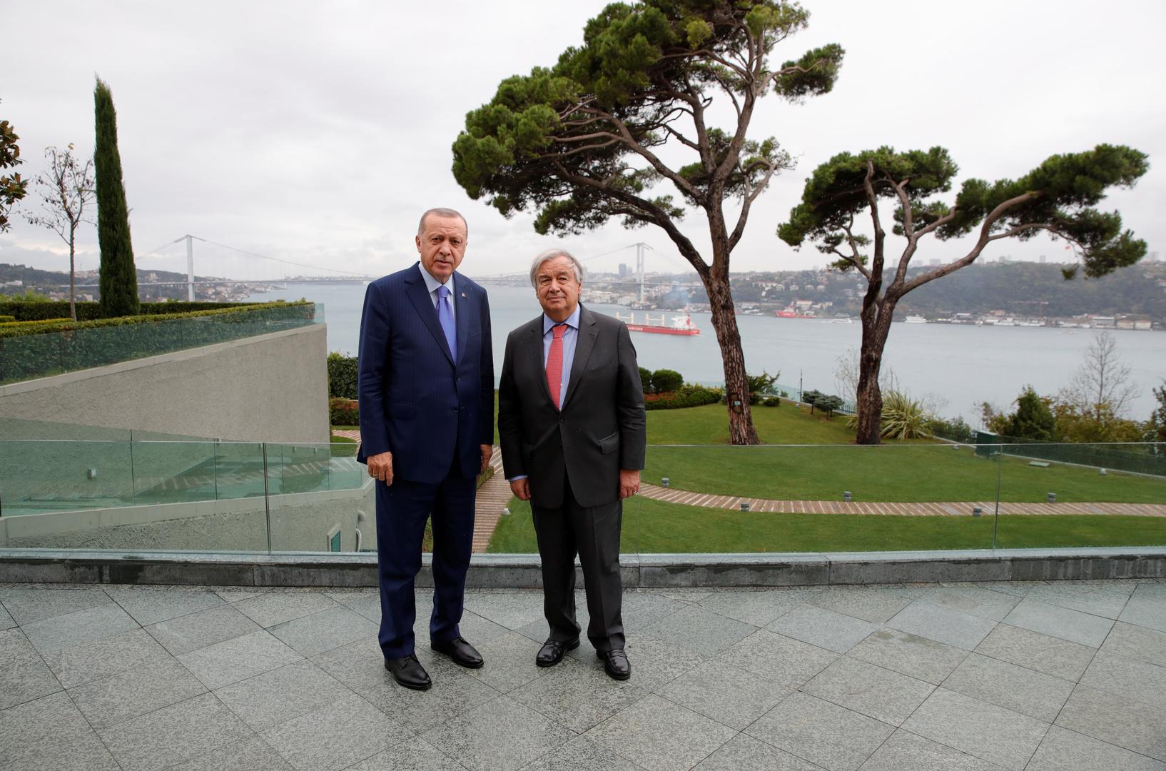 الأمين العام للأمم المتحدة، أنطونيو غوتيريش، والرئيس التركي، رجب طيب أردوغان، خلال لقائهما في اسطنبول يوم 1 نوفمبر 2019.