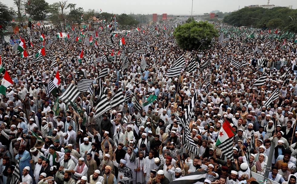 باكستان.. الإسلاميون يمهلون حكومة عمران خان 48 ساعة للاستقالة