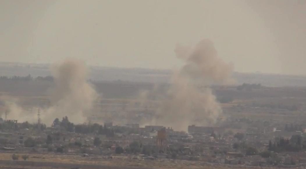 دخان يتصاعد من مواقع أعمال قتالية بين القوات الكردية والجيش التركي في شمال سوريا