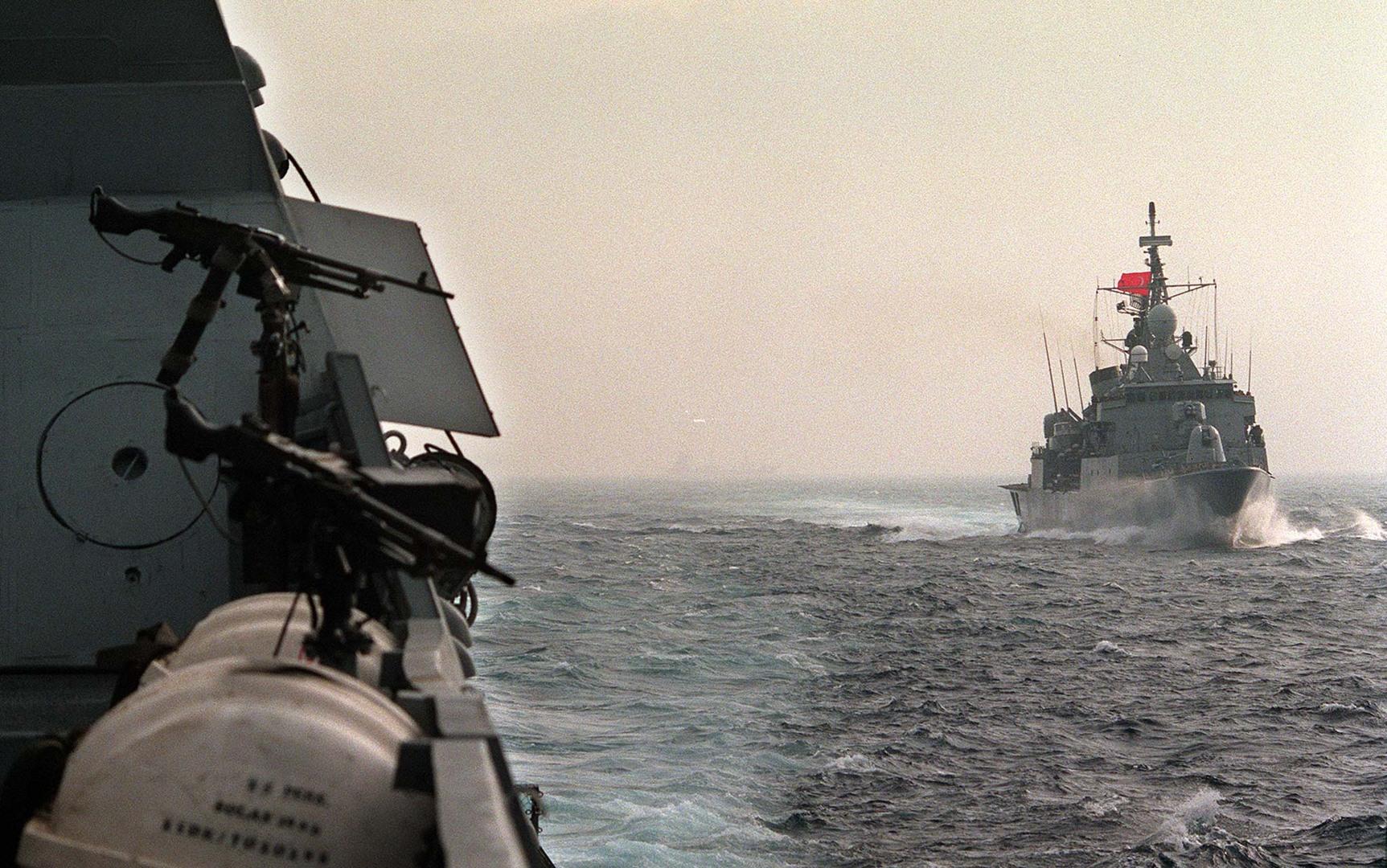 تركيا تعلن نجاج تجربة إطلاق صاروخ كروز محلي الصنع من سفينة حربية (صور)