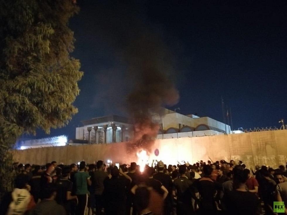 العراق.. متظاهرون في النجف يغيرون اسم