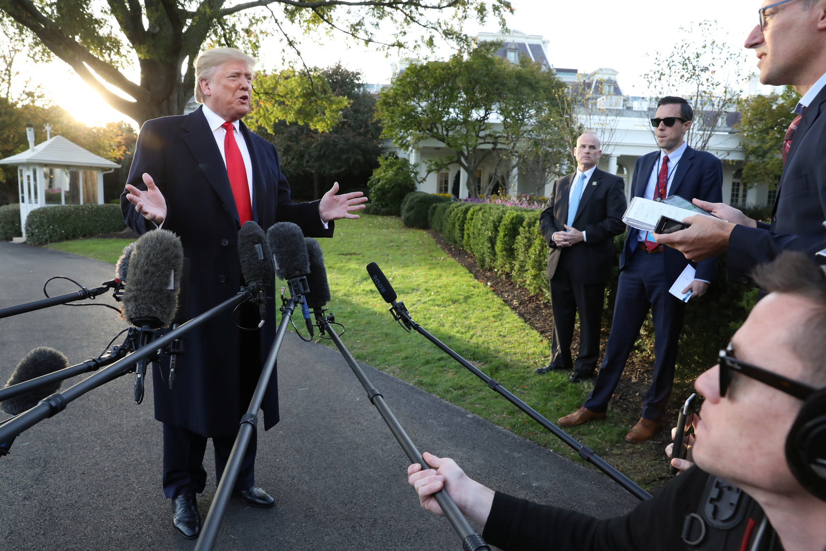 ترامب: ندرس إبرام اتفاق كبير مع روسيا والصين حول السيطرة على الأسلحة
