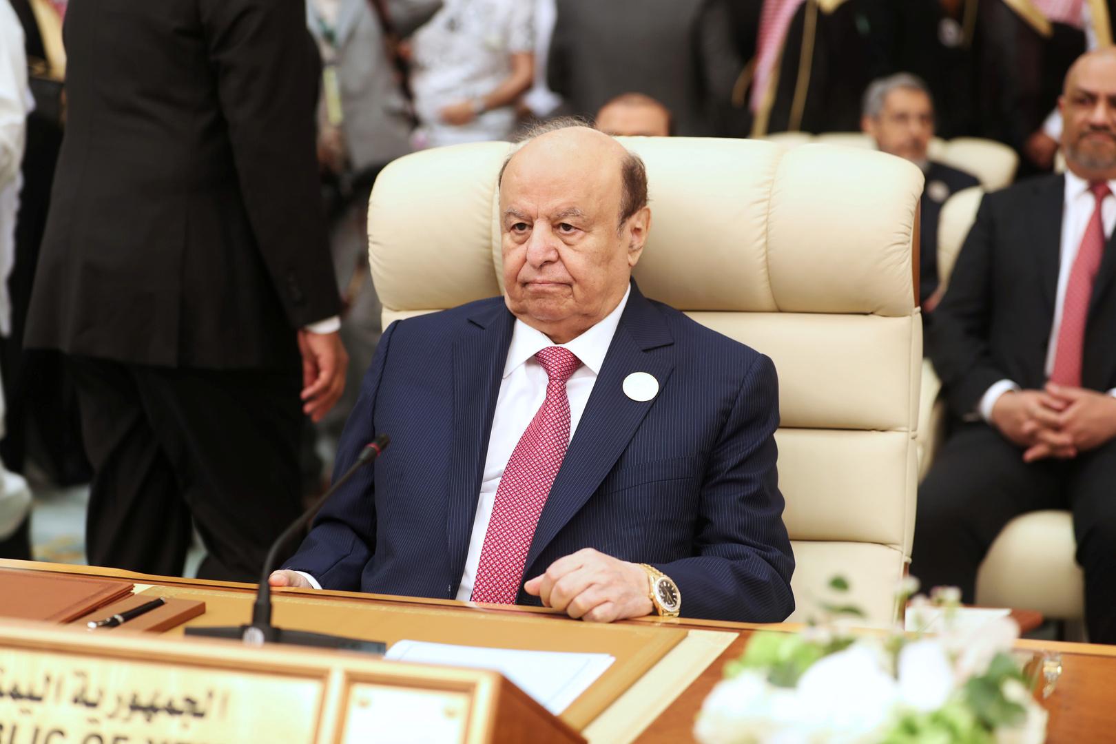 هادي يغرد للجنوب تزامنا مع توقيع اتفاق الرياض