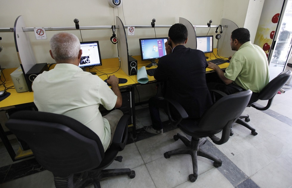 Iraqi government restores Internet service after it is completely disconnected