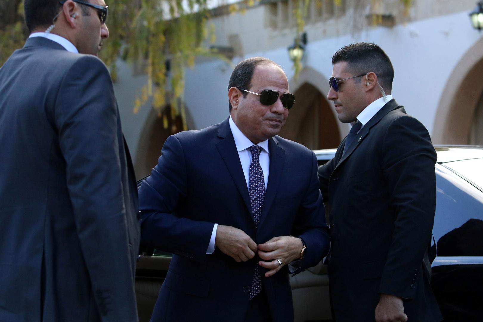 السيسي يعاتب وزير النقل على الهواء (فيديو)