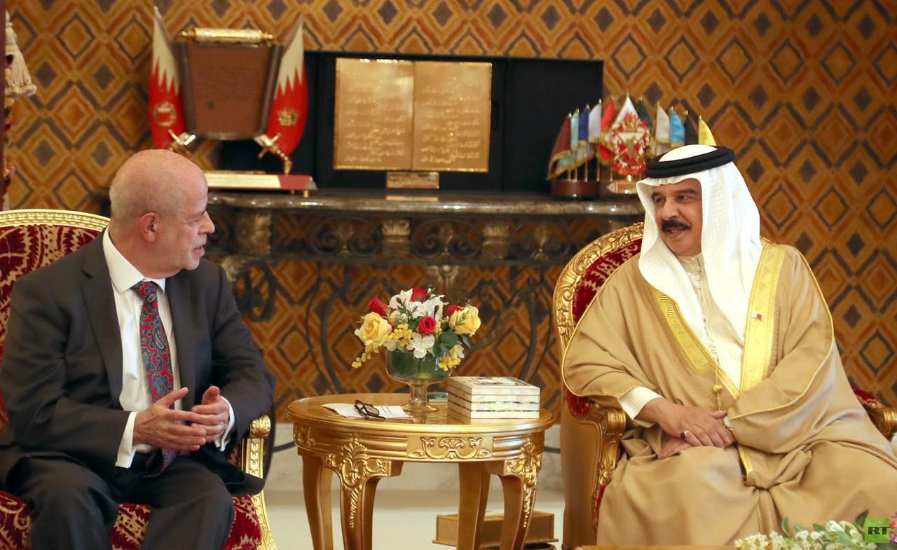 معهد الإستشراق الروسي يكرم ملك مملكة البحرين ويقلده وسام