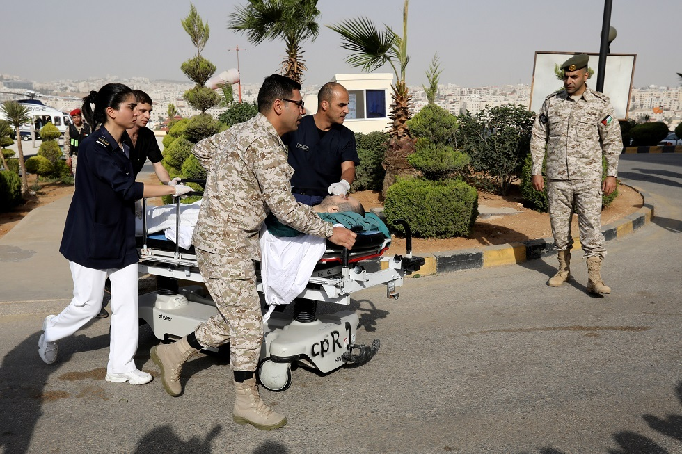 نقل المصابين في هجوم جرش