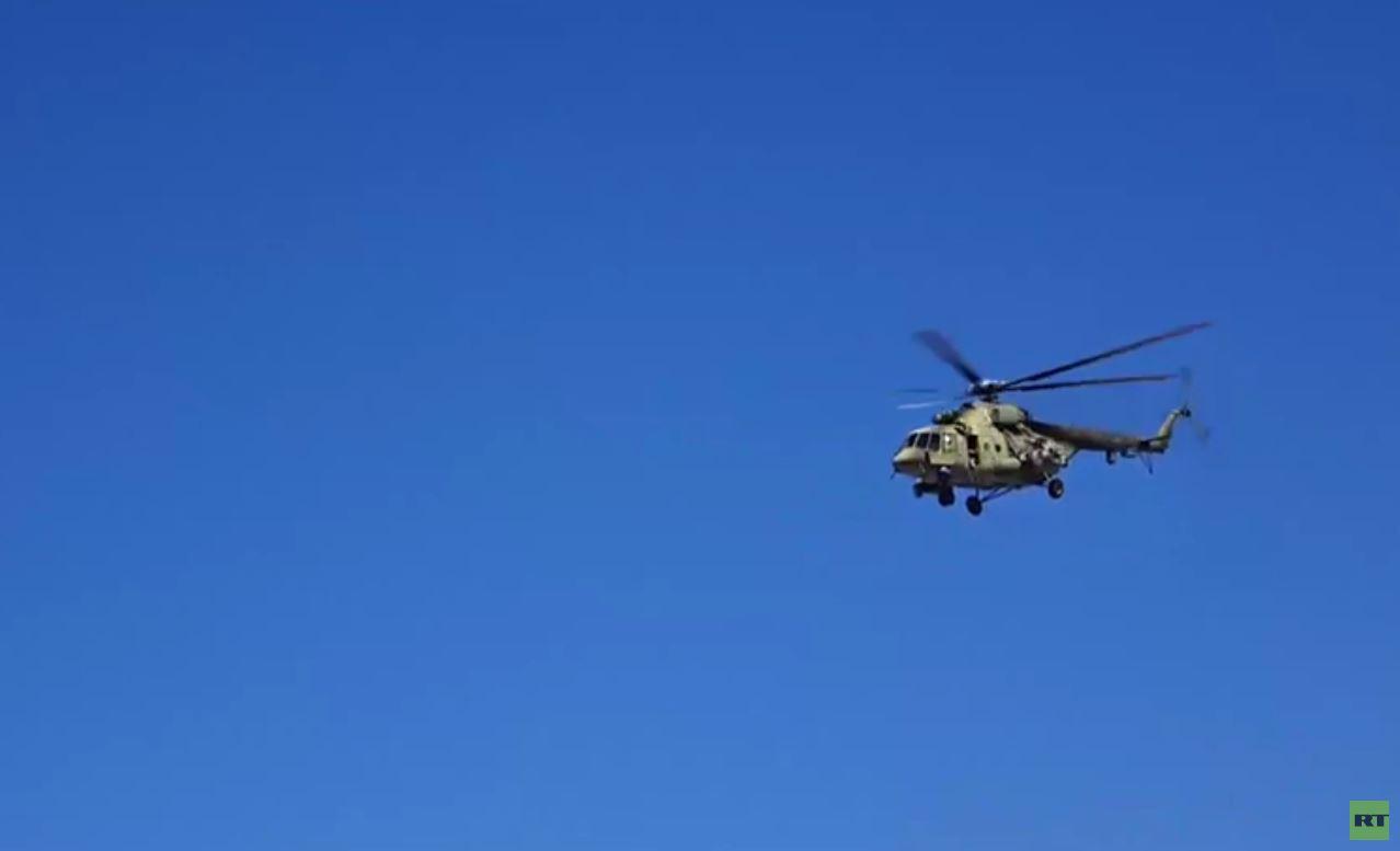 شاهد.. مروحيات روسية تحوم فوق أجواء بلدة عين عيسى شمال الرقة