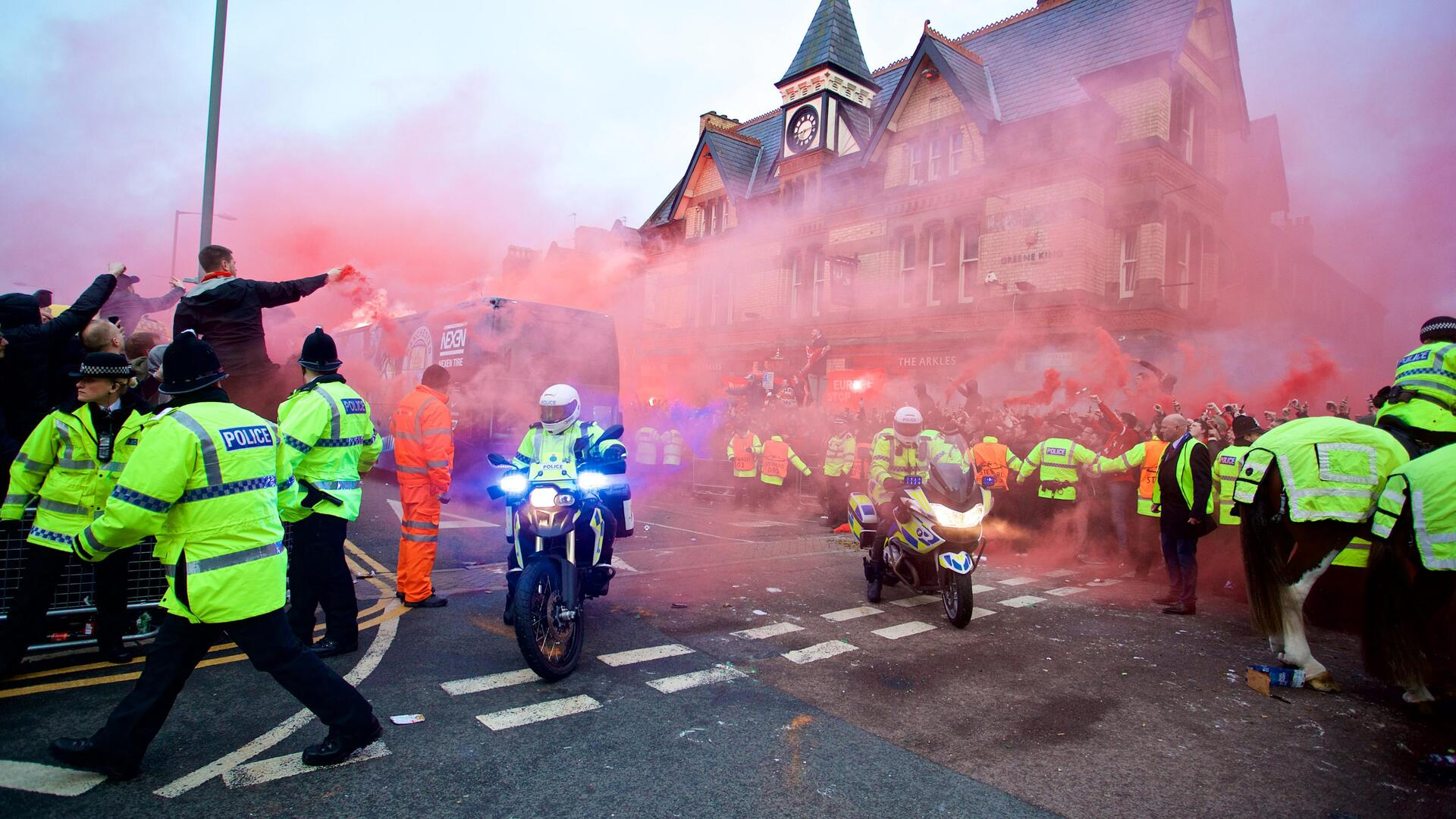 مانشستر سيتي يطلب ضمانات أمنية لسلامة حافلته في ليفربول