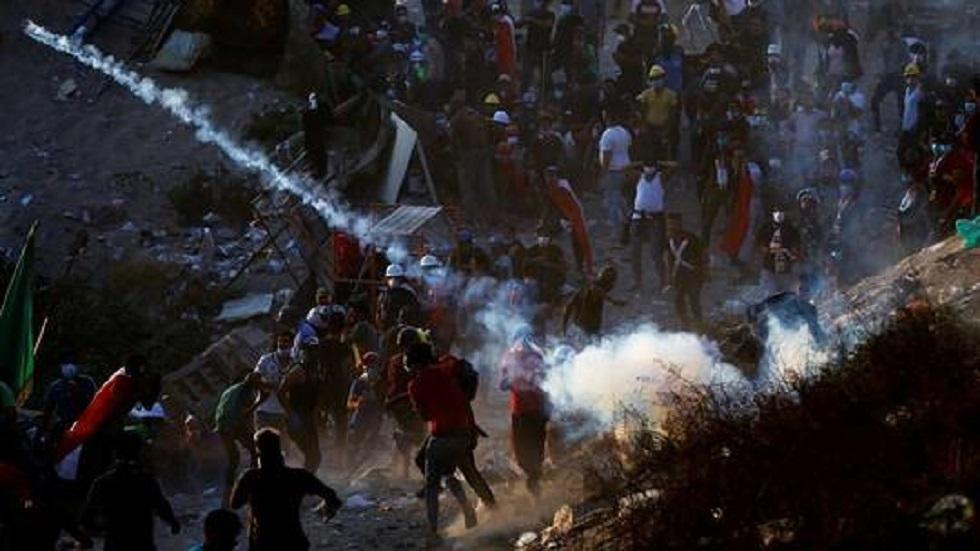رشق المتظاهرين بالقنايل في العراق