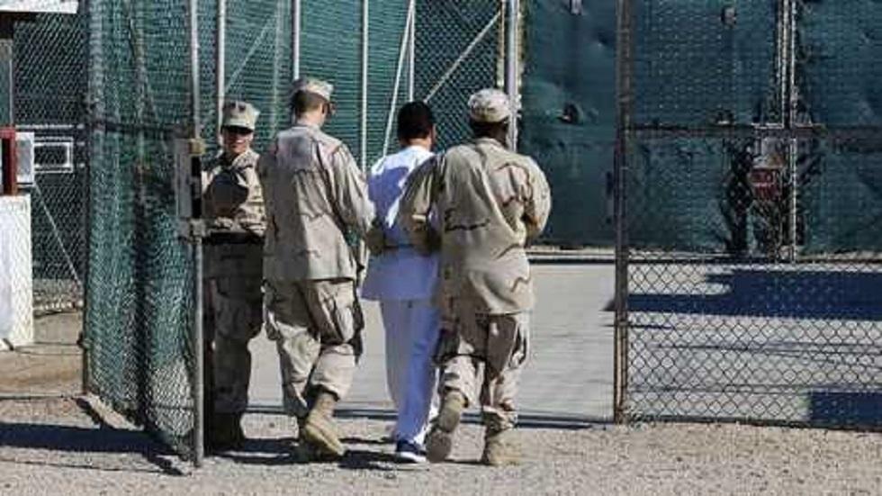 باريس تدرس سبل محاكمة أمريكيين مسؤولين عن التعذيب في غوانتانامو