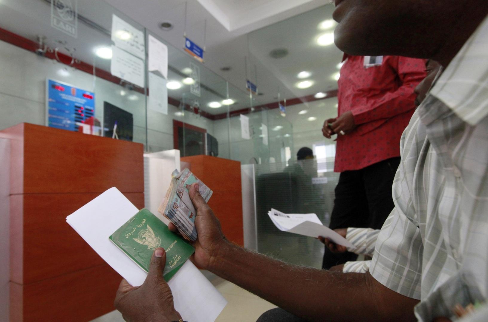 وزير يكشف عن المبلغ الذي يحتاجه السودان لتفادي الانهيار