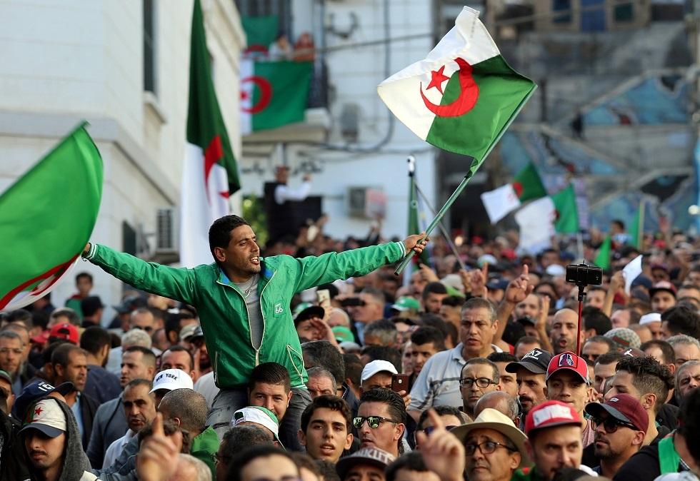 آلاف الجزائريين يتظاهرون في الجمعة الـ38 (صور + فيديو)