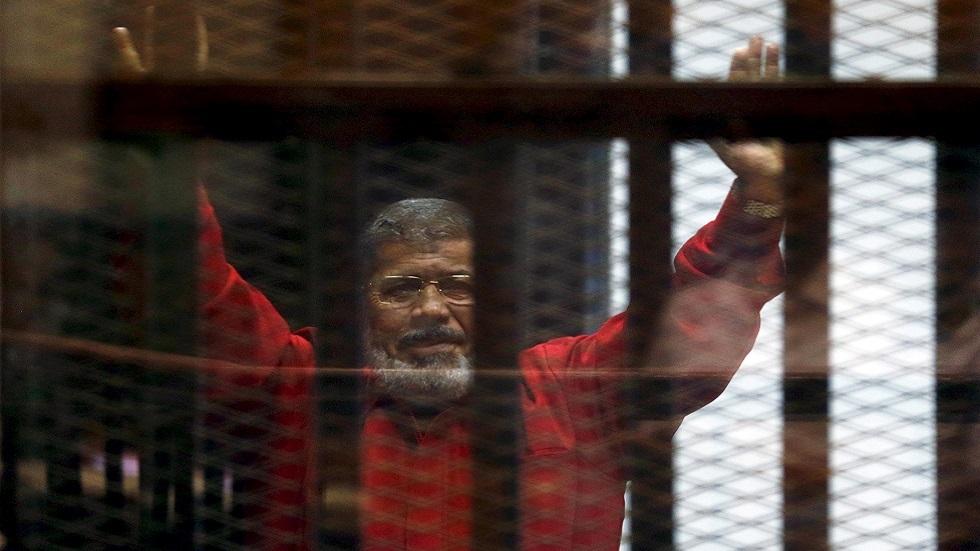 الرئيس المصري الأسبق محمد مرسي أثتاء أحدى جلسات المحاكمة