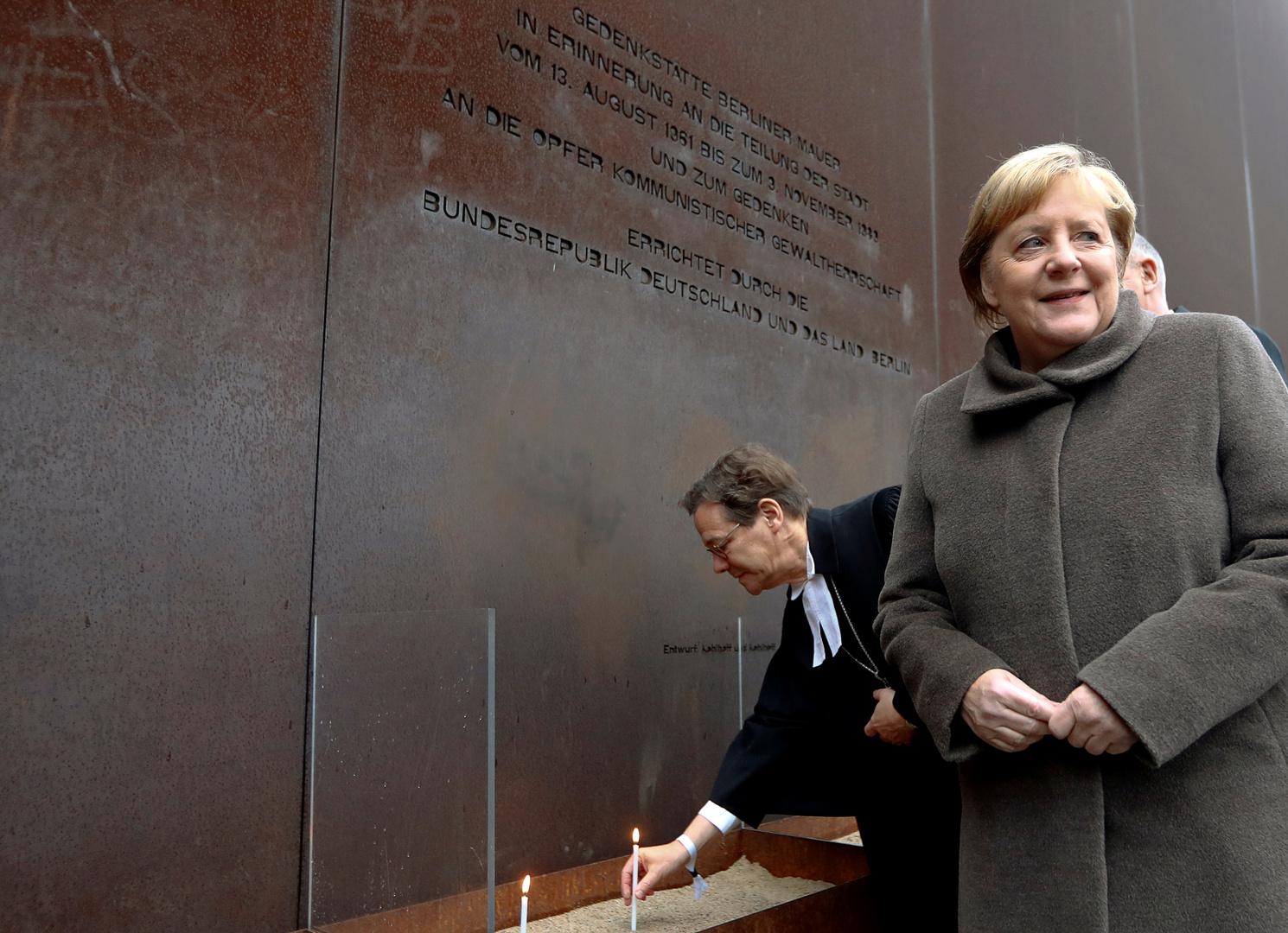 في ذكرى سقوط جدار برلين.. ميركل تدعو لمواجهة الكراهية والعنصرية ومعاداة السامية