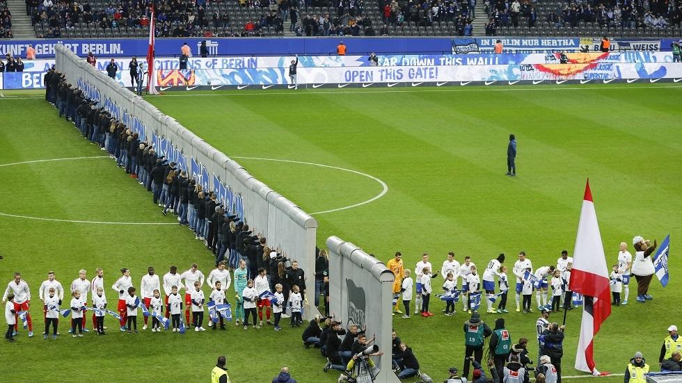 الدوري الألماني: هدم رمزي لجدار برلين في الذكرى الثلاثين لسقوطه (فيديو)