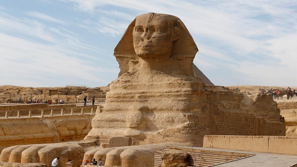 تمثال أبو الهول في أهرامات الجيزة بمصر - أرشيف