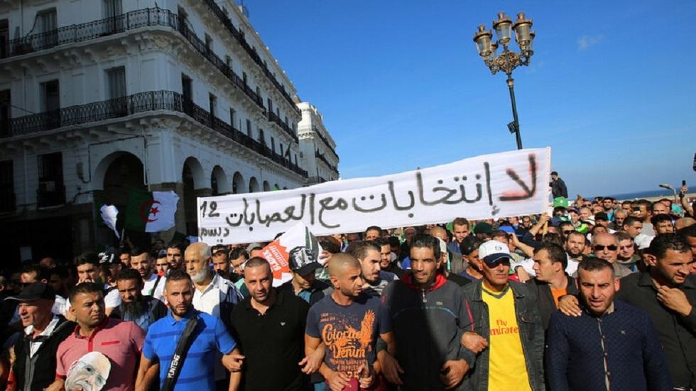 وزير جزائري: التغيير الذي يتطلع إليه الشعب غير ممكن دون مؤسسات
