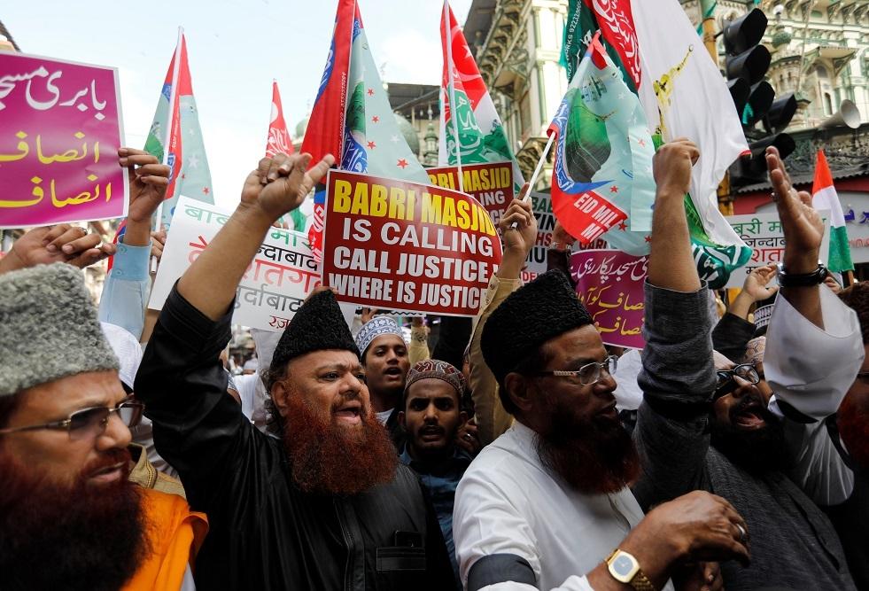 مظاهرة لمسلمين بمناسبة السنوية الخامسة والعشرين لتدمير مسجد بابري في بلدة أيوديا في مومباي