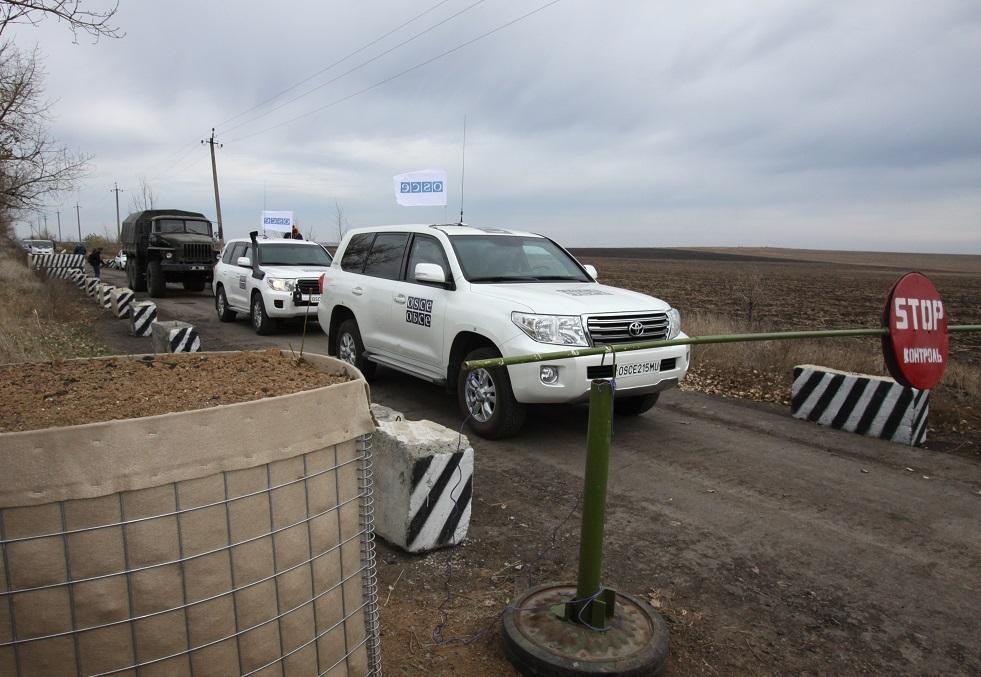 أوكرانيا تقصف أراضي دونيتسك الشعبية تزامنا مع سريان سحب القوات