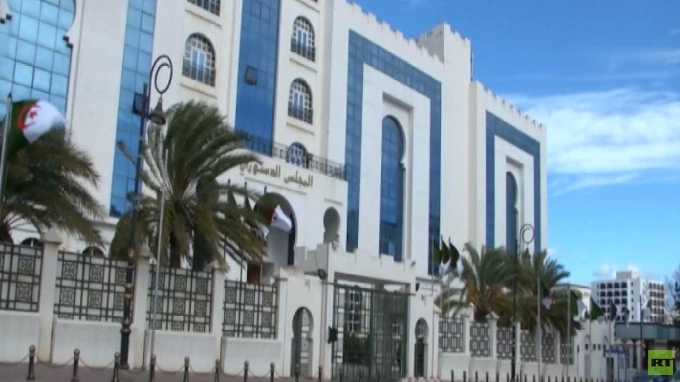 جدل بالجزائر حول مرشحي الرئاسة