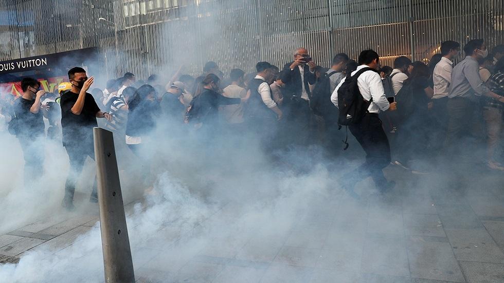 وسائل إعلام: شرطة هونغ كونغ تفتح النار على المحتجين