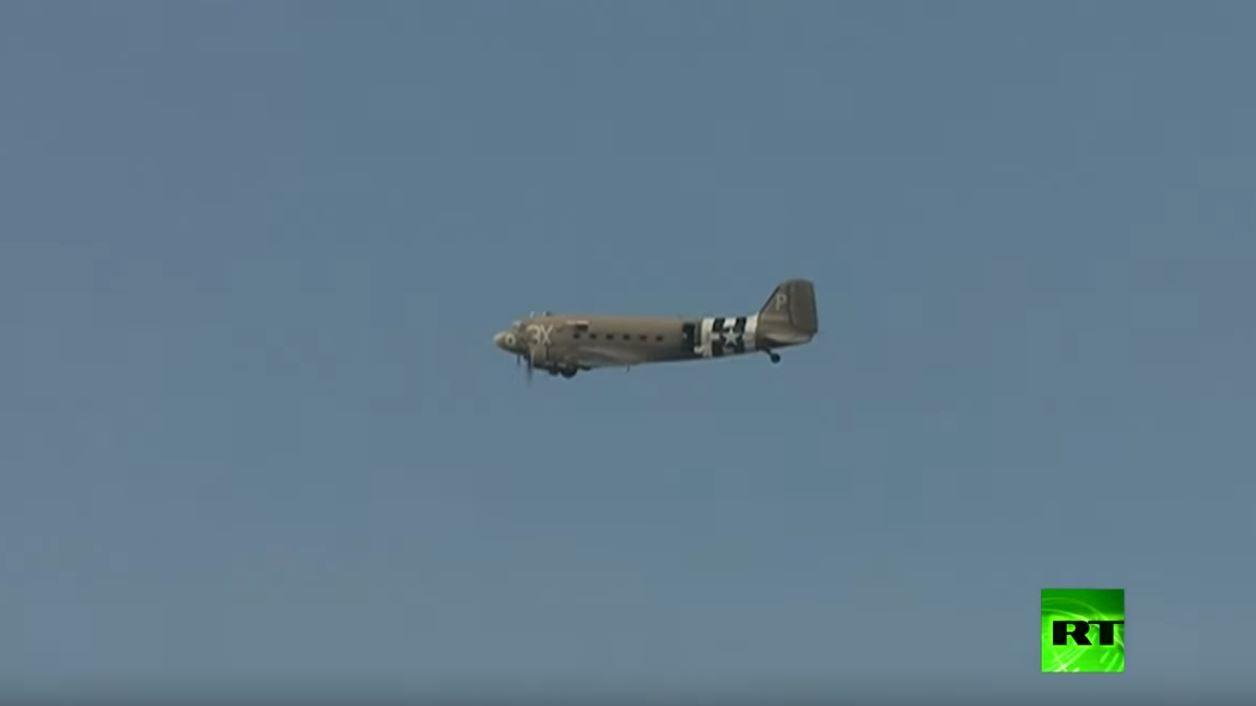 إلقاء 750 ألف زهرة خشخاش من طائرة حربية فوق بريطانيا