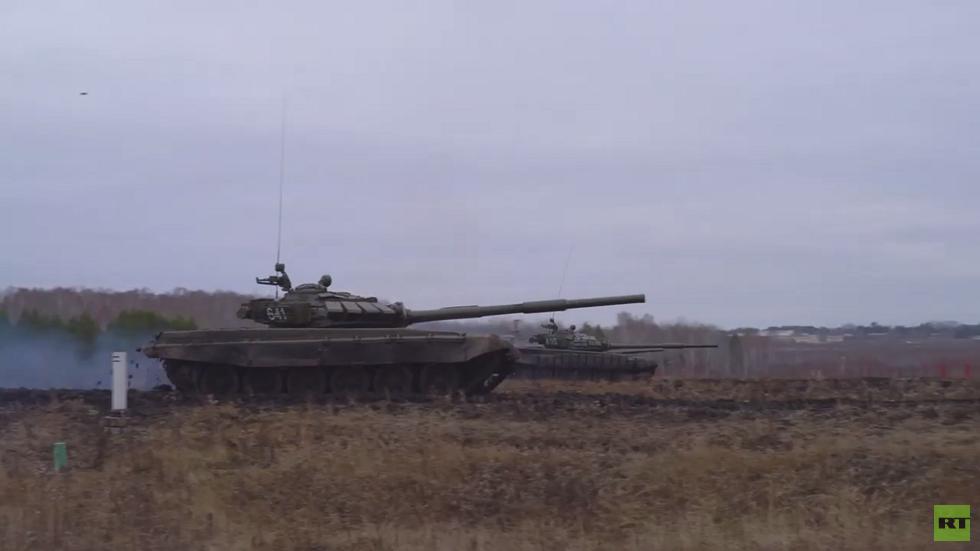 الدبابات تطلق النار في مقاطعة سفيردلوفسك الروسية..