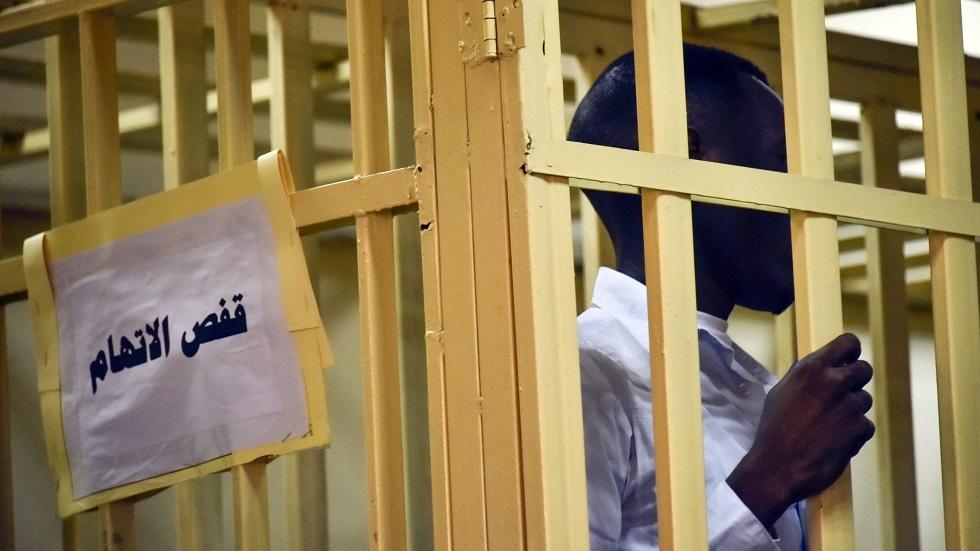 سوداني يقف في قفص الاتهام - أرشيف