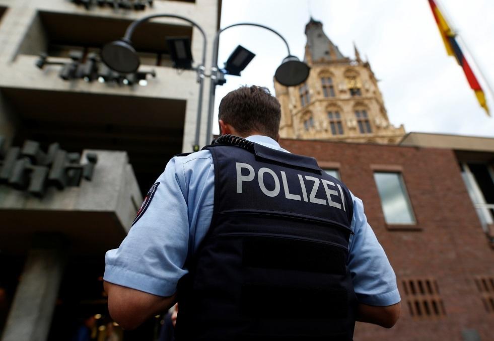 ألمانيا تعتقل 3 أشخاص يشتبه بانتمائهم لـ