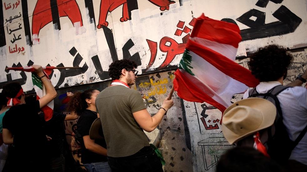 مراسلنا: محتجون يؤكدون سقوط قتيل عند مثلث خلدة بالقرب من مطار بيروت