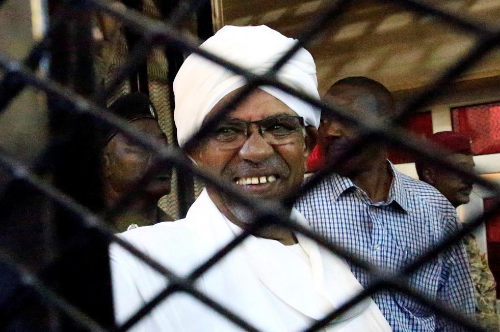 النيابة السودانية تخاطب سلطات السجون بتسليم البشير وآخرين بشأن قضية انقلاب 1989