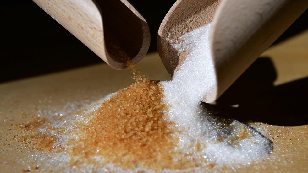 العلماء: الإكثار من السكر يزيد من خطر التهاب الأمعاء