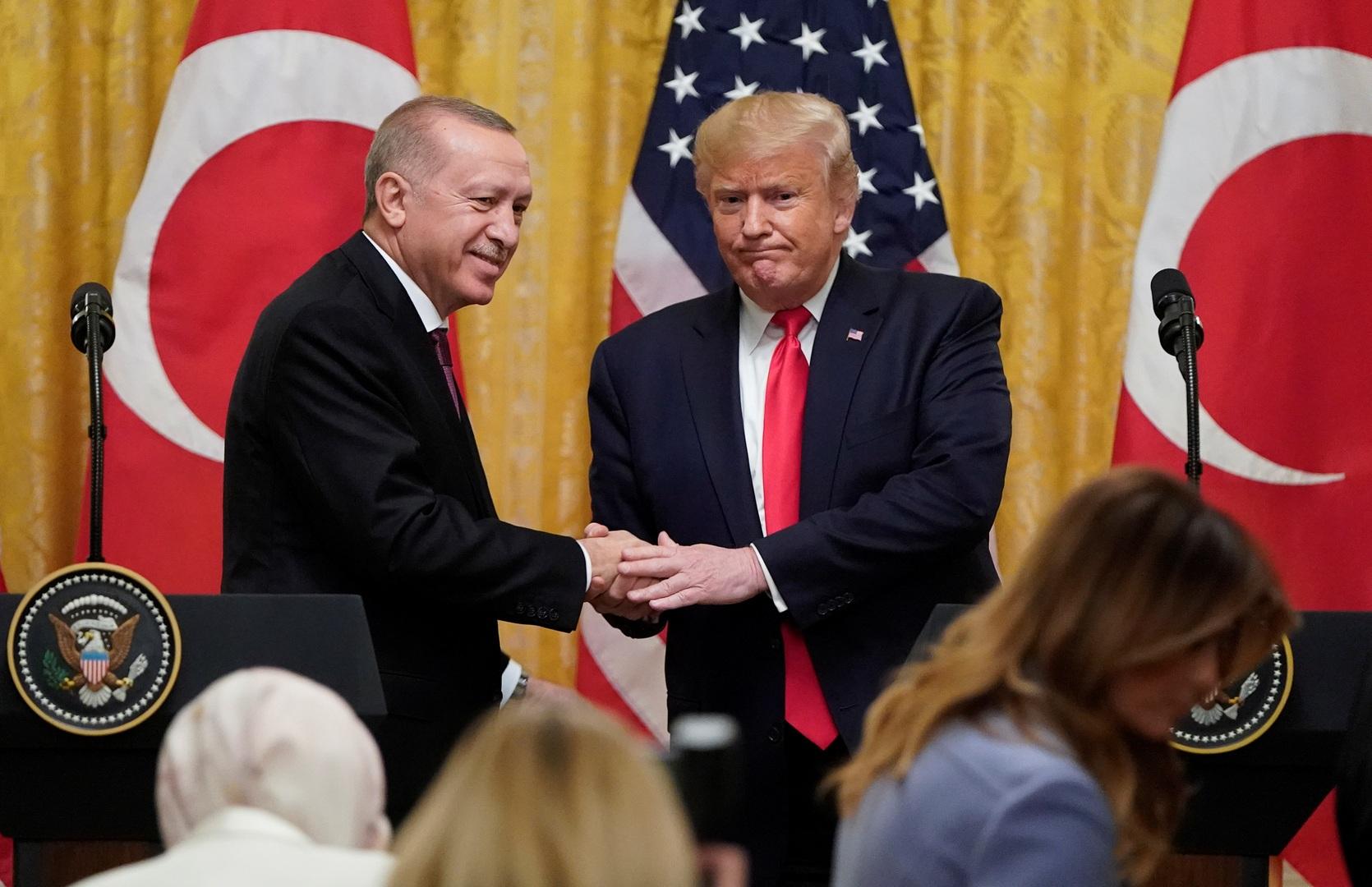 الليرة تنخفض بعد اجتماع ترامب وأردوغان